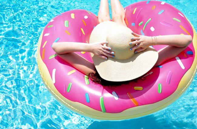 Dicas de boias para piscina divertidas