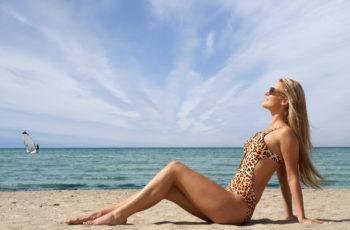 Veja como combinar o maiô com o restante do look de praia